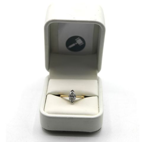 18ct GOLD SOLITAIRE RING SET WITH A MARQUIS CUT DIAMOND WEIGHING +-1.35ct