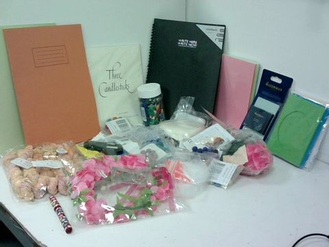 SMALL BOX OF ASSORTED HOMEWARE ITEMS TO INCLUDE WORK BOOKS, SMALL HOT GLUE GUN, INDEX CARDS