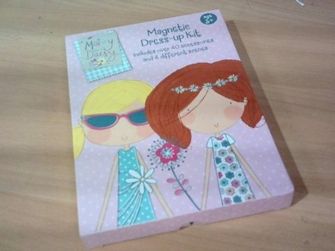 MAISEY AND DAISY MAGNETIC DRESS-UP KIT  3+