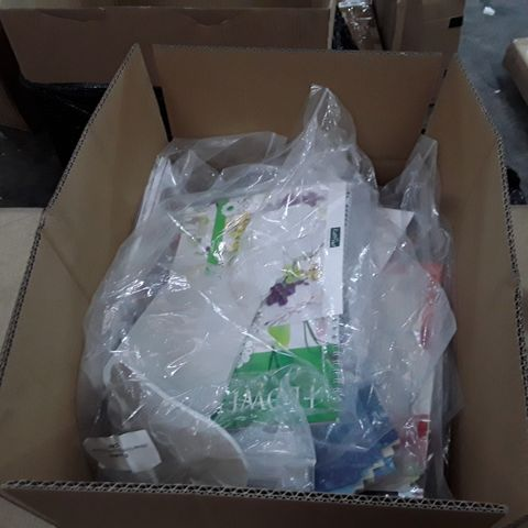 BOX OF APPROXIMATELY 40 ASSORTED CRAFT ITEMS