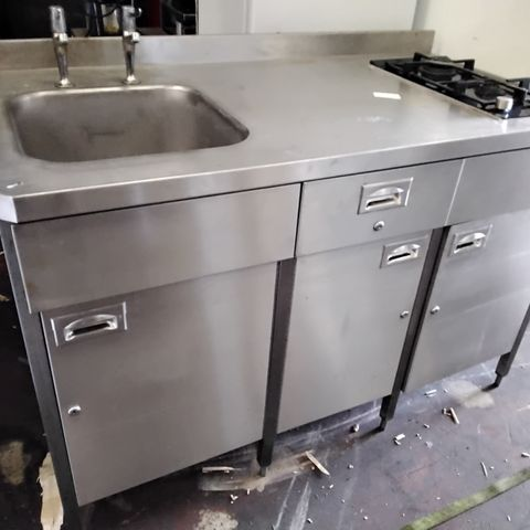 COMMERCIAL CUPBOARD UNIT WITH SINK, TAPS & 2 BURNER SIEMENS GAS HOB  1400 × 720