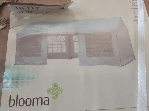 BOXED BLOOMA BETTY GAZEBO