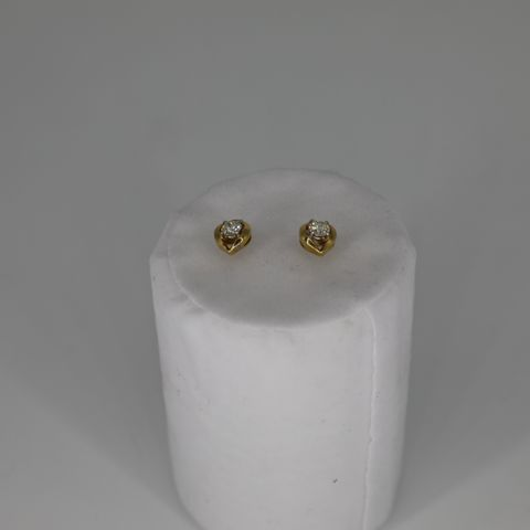 18CT YELLOW GOLD STUD EARRINGS SET WITH DIAMONDS WEIGHING +0.52CT