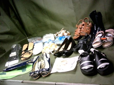LOT OF ASSORTED PAIRS OF SHOES & SHOE ACCESSORIES