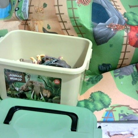 JUNGLE WORLD SET, INCLUDING ANIMALS, PLAY MAT AND TIDY TUB