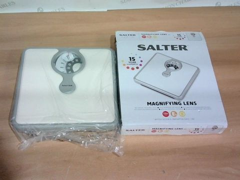 BOXED SALTER MAGNIFYING LENS MECHANICAL SCALE