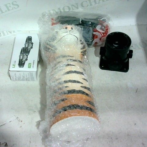 LOT OF APPROX. 12 ASSORTED ITEMS TO INCLUDE: SOLAR GARDEN LIGHTS, TIGER VASE