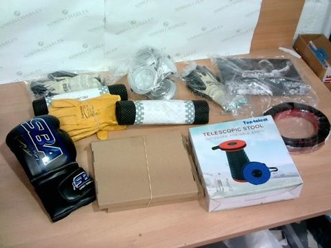 BOX OF ASSORTED HOUSEHOLD ITEMS TO INCLUDE DESIGNER BOXING GLOVE, TELESCOPIC STOOL, SUPREME YELLOW WORK GLOVES ETC