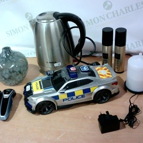 LOT OF APPROXIMATELY 6 ASSORTED HOUSEHOLD ITEMS, TO INCLUDE PHILIPS SERIES 5000, DESIGNER GLASS PENDANT, ZEN DIFFUSER, ETC
