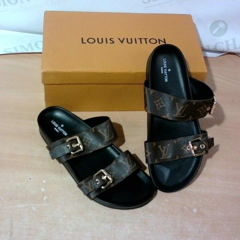 BOXED PAIR OF DESIGNER FAUX LEATHER STRAP SANDALS SIZE 39