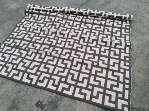 REVERSIBLE GEO CHARCOAL STYLE RUG APPROXIMATELY 160X230CM