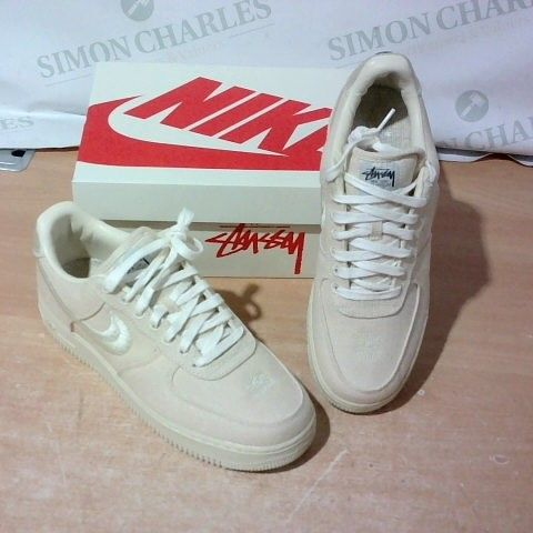 BOXED PAIR OF NIKE TRAINERS SIZE 9.5
