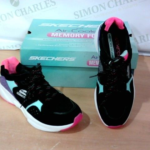 BOXED PAIR OF SKECHERS - SIZE 7