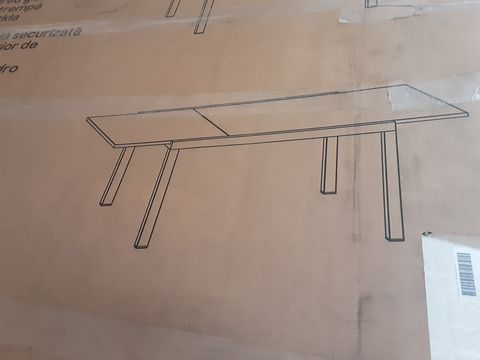 BOXED ALUMINIUM TABLE WITH TEMPERED GLASS TOP