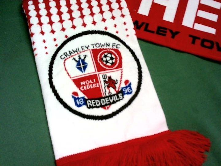 CRAWLEY TOWN FC FOOTBALL SCARF