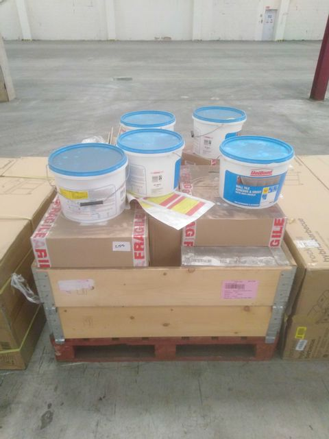 PALLET OF APPROXIMATELY 25 PACKS OF SALERNA TILES AND 5 TUBS OF UNIBOND GROUT/ADHESIVE