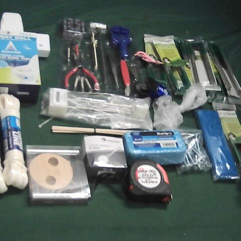 SMALL BOX OF ASSORTED ITEMS TO INCLUDE WATCH REPAIR TOOLS, ARTIFICIAL GRASS PEGS, TAPE MEASURE