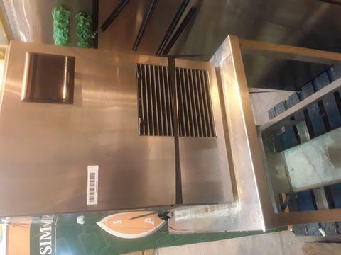HOSHIZAKI ICE MACHINE FM-481AGE-N ON STAND