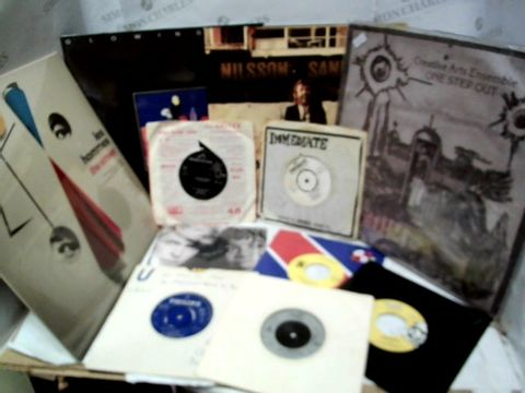 LOT OF APPROXIMATELY 33 ASSORTED VINYL ALBUMS & SINGLES