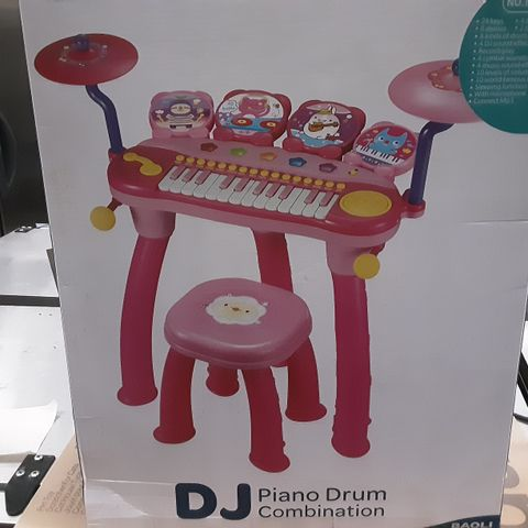 PALLET OF ASSORTED BRAND NEW ITEMS INCLUDES APPROXIMATELY 13 PIDAN PET TOY SCRATCHER FOR CATS, APPROXIMATELY 2 CANVAS WALL ART AND APPROXIMATELY 4 BAOLI DJ PIANO DRUM COMBINATION