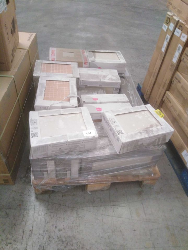 PALLET OF APPROXIMATELY 40 PACKS OF ASSORTED WALL AND FLOOR TILES