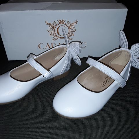 BOXED PAIR OF CARAMELO KIDS SHOES WITH BUTTERFLY DETAIL - 27