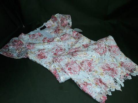 PAPER DOLLS FLORAL FLUTED DRESS IN WHITE/PINK - UK 12
