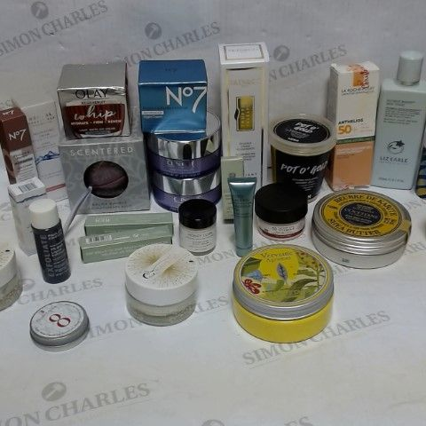 LOT OF APPROXIMATELY 20 ASSORTED SKIN CARE ITEMS, TO INCLUDE CLINIQUE, LUSH, LIZ EARLE, ETC