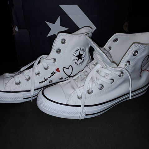 BOXED PAIR OF CONVERSE LOVE THREAD CANVAS TRAINERS - UK 6