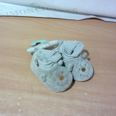 PAIR OF DISNEY BABY SLIPPERS SIZE 12-18 MONTHS
