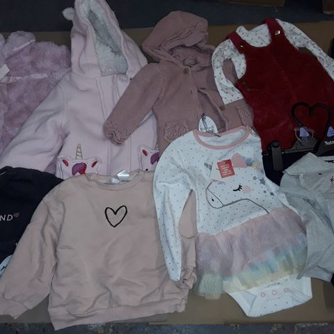 LOT OF ASSORTED GIRLS CLOTHING ITEMS IN VARIOUS SIZES