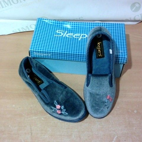 BOXED PAIR OF SLEEPERS SIZE 6