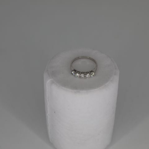 18CT WHITE GOLD FIVE STONE HALF ETERNITY RING SET WITH DIAMONDS WEIGHING +0.87CT