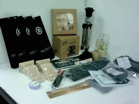 SMALL BOX OF ASSORTED HOMEWARE ITEMS TO INCLUDE PURE TOUCH GOLF GLOVES, BUILD ON BRICK MUG, SMALL TRIPOD
