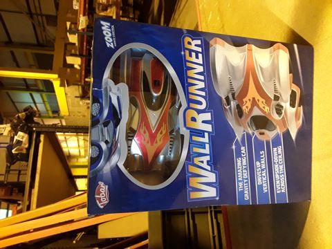 BOXED WALL RUNNER