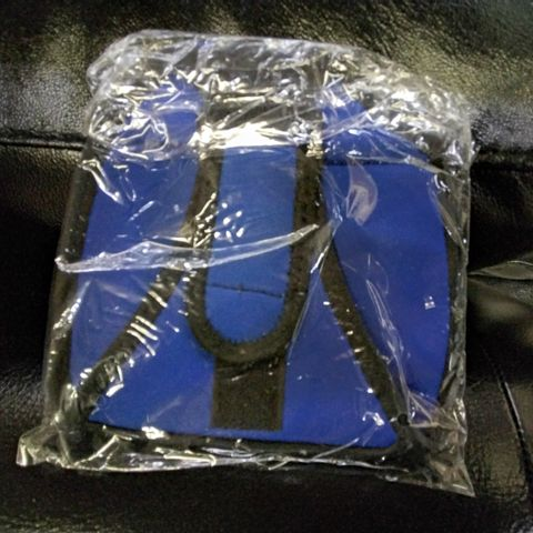 APPROXIMATELY 60 ASSORTED BLUE FITNESS RUNNING PHONE HOLDER ARMBANDS