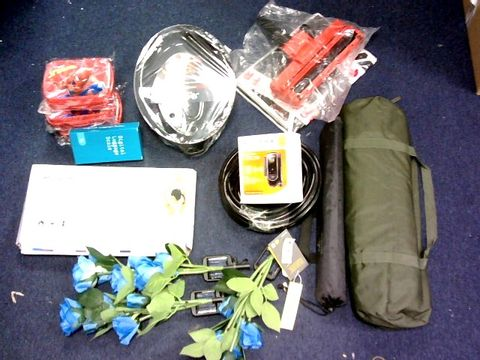 LOT OF LARGE BOX OF APPROXIMATELY 30 ASSORTED ITEMS TO INCLUDE: OUTDOOR FLOWER LIGHTS, HULA HOOP, SCALE,LUNCH BOX, RUNADI MOSQUITO KILL ETC