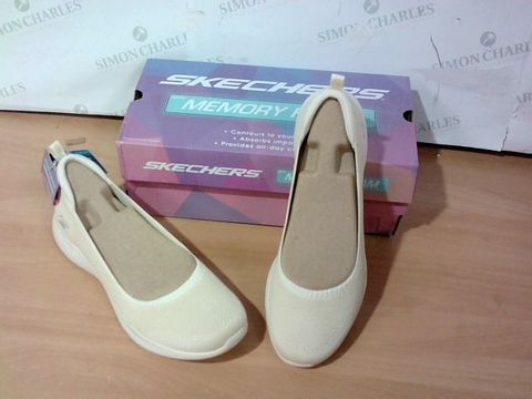 BOXED PAIR OF SKETCHERS SIZE- 7