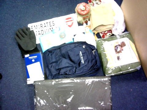LOT OF APPROXIMATELY 25 ASSORTED ITEMS TO INCLUDE: PETERRABIT, GLOVES,BAG ETC