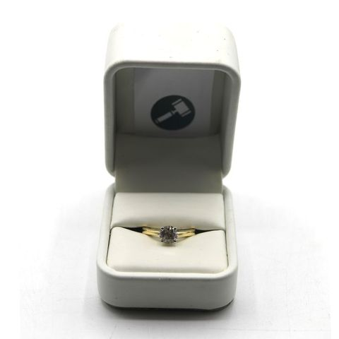 18ct GOLD SOLITAIRE RING SET WITH A DIAMOND WEIGHING +-1.12ct