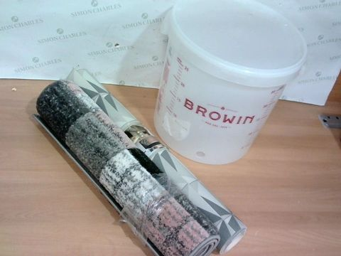 LOT OF 3 HOUSEHOLD ITEMS TO INCLUDE ROLL OF MONOCHROME VINYL FLOORING,  PINK/GREYSCALE RUG AND 25 LITRE PLASTIC BUCKET