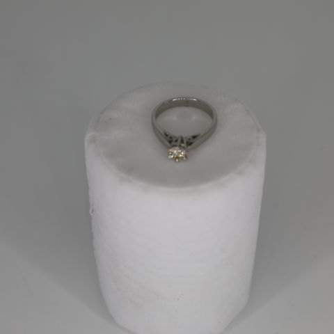 PLATINUM SOLITAIRE RING SET WITH A DIAMOND, WEIGHING +0.50CT