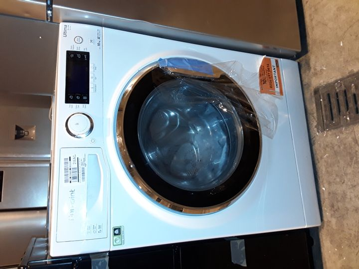 HOTPOINT ULTIMA S-LINE RD1076JDN 10KG WASH, 7KG DRY, 1600 SPIN WASHER DRYER - WHITE