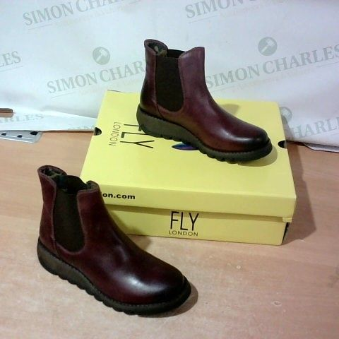 BOXED PAIR OF LONDON FLY SIZE 38