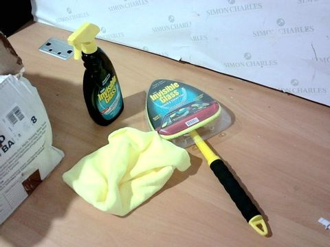 INVISIBLE GLASS CLEANING KIT