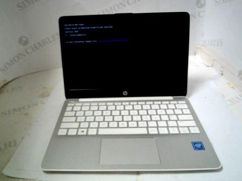 HP STREAM LAPTOPO 11-AK0006NA