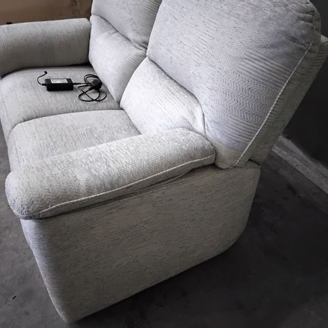 QUALITY G PLAN CHADWICK CHEQUERS TOPAZ FABRIC POWER RECLINING TWO SEATER SOFA
