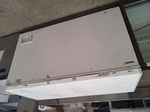 HUSKEY LARGE WHITE COMMERCIAL CHEST FREEZER