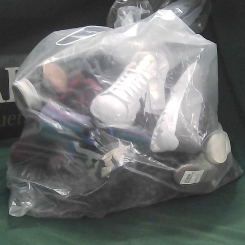 BAG OF ASSORTED 'ODD' SHOES TO INCLUDE ADIDAS, DR MARTENS, NIKE