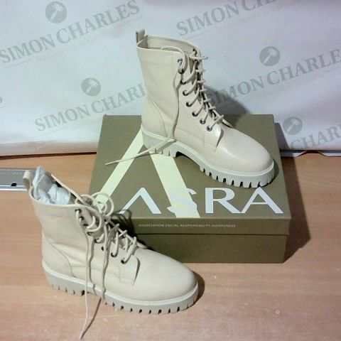 BOXED PAIR OF ASTRA SIZE 37